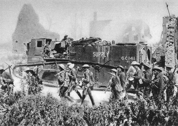 Fotos aus dem 1 Weltkrieg Englischer Panzer